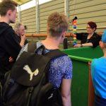 Besuchergruppe am Lachszentrum Hasper Talsperre