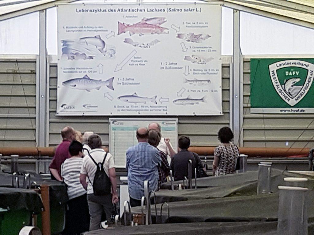 Besuch des Fördervereins der Stadteilbücherei Haspe am Lachszentrum